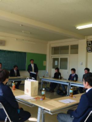 柴田町立船迫中学校の制服画像一...